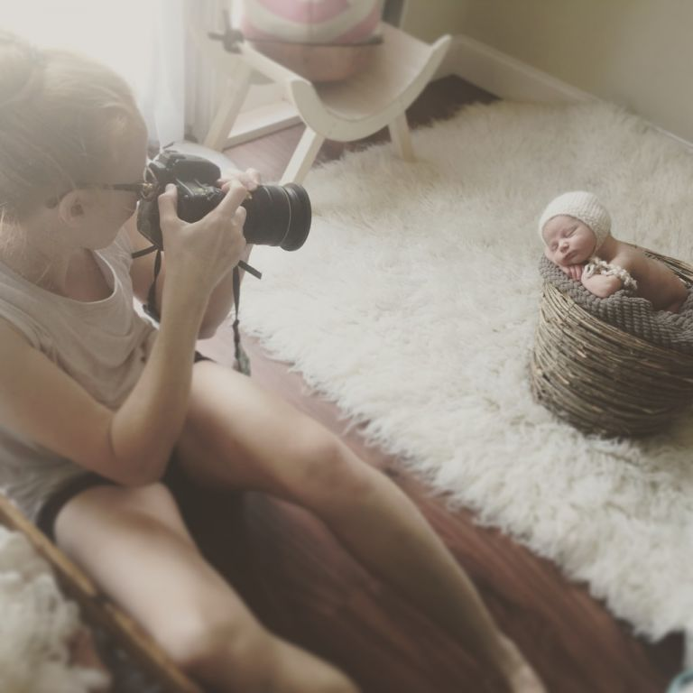 behind the scenes newborn baby photos