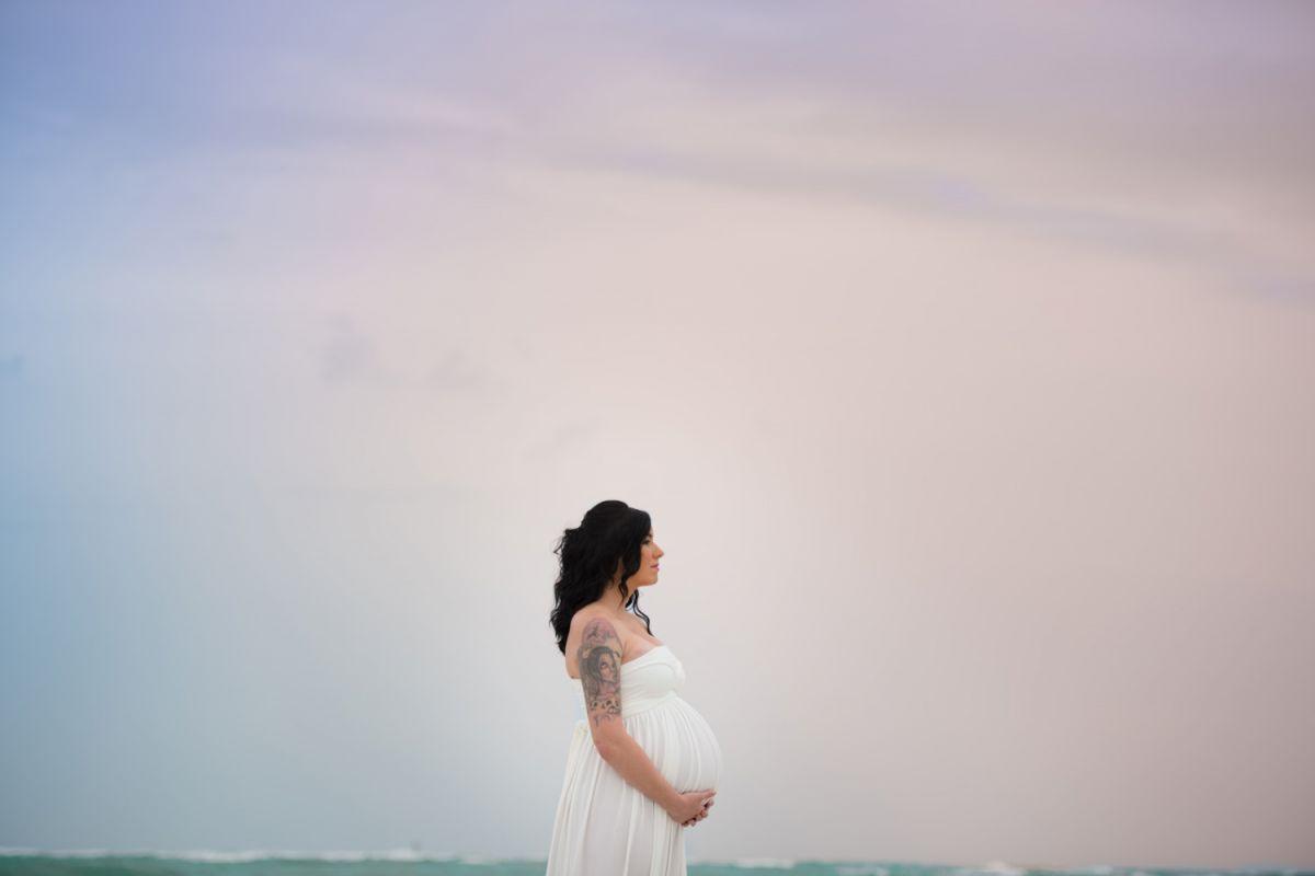 beach maternity photographer sarasota bradenton tampa